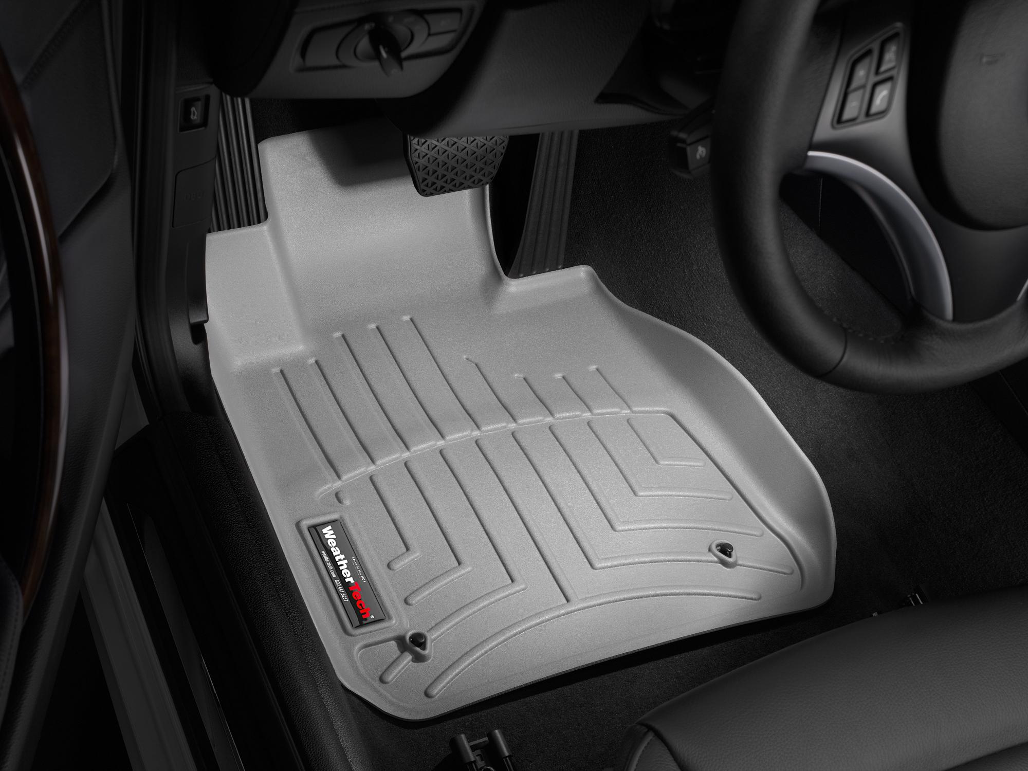 BMW Serie 1 (E81/E82/E87/E88) 04>11 Tappeti gomma su misura bordo alto grigio