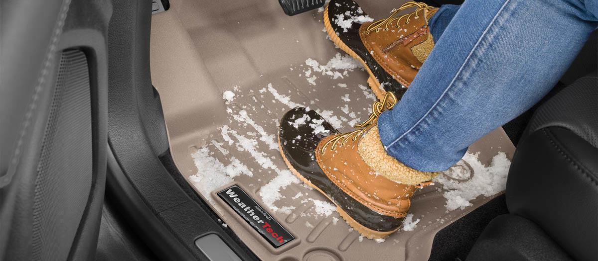 Boots_on_floorliner_wide