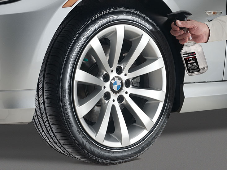 TechCare tire gloss with cross-link action creates a high-class shine on tires and wheels!