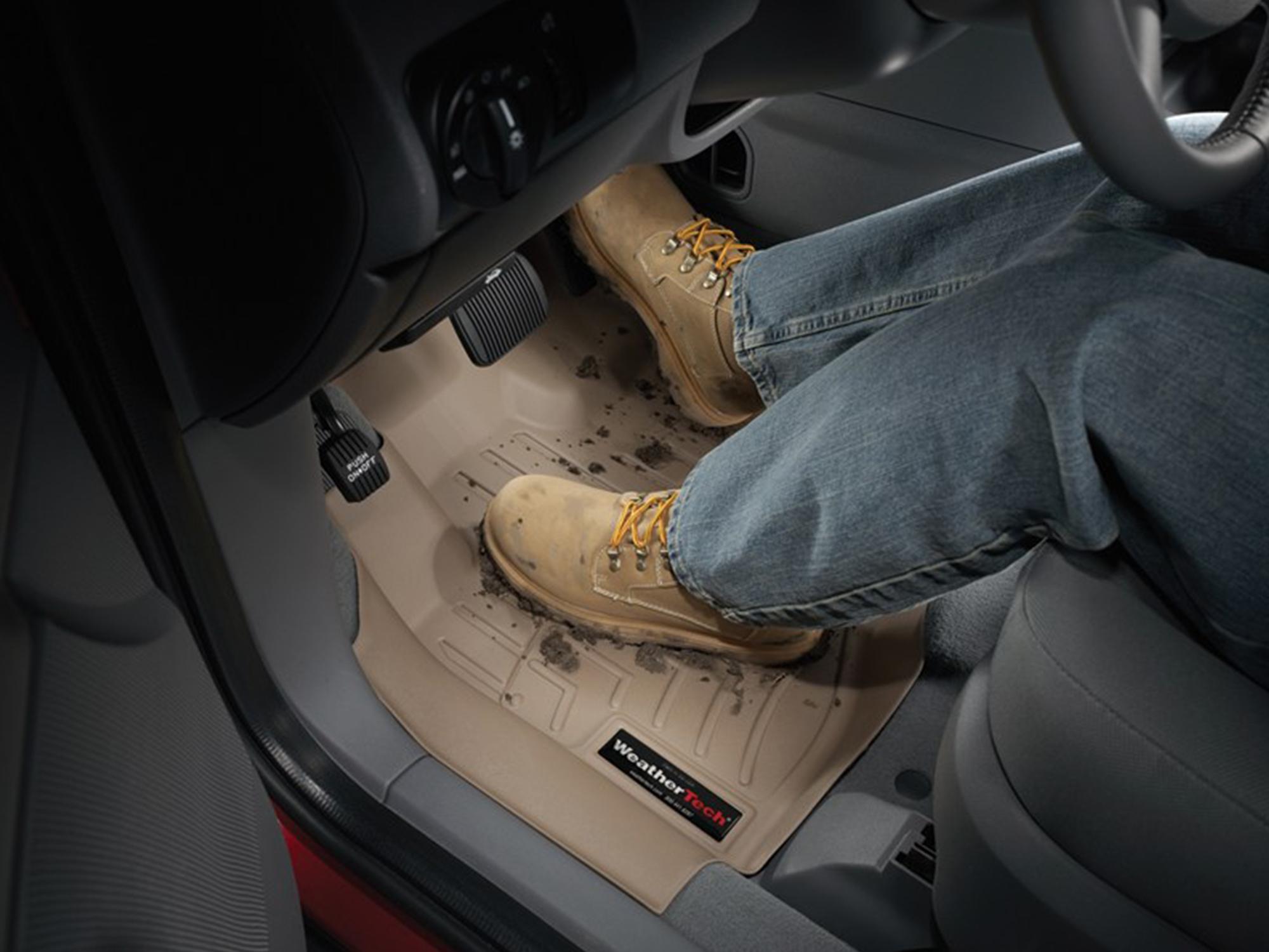 Floorliner_Muddy_boots