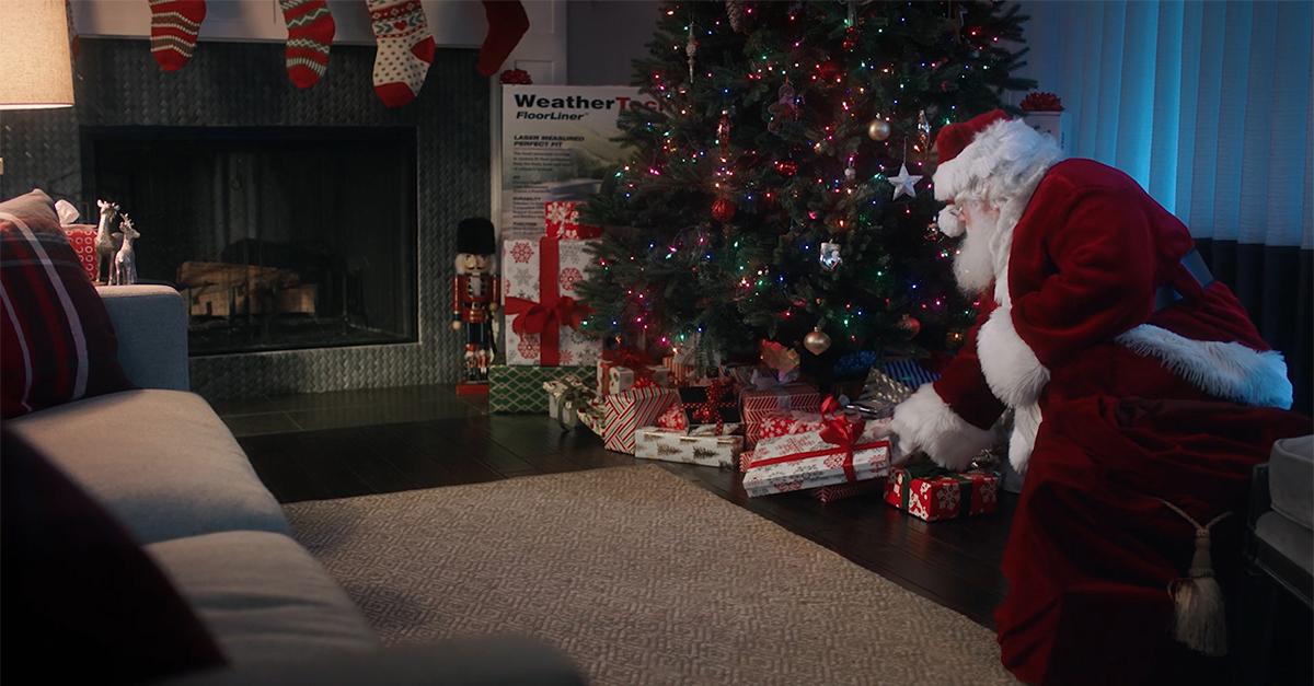 Santa_by_tree