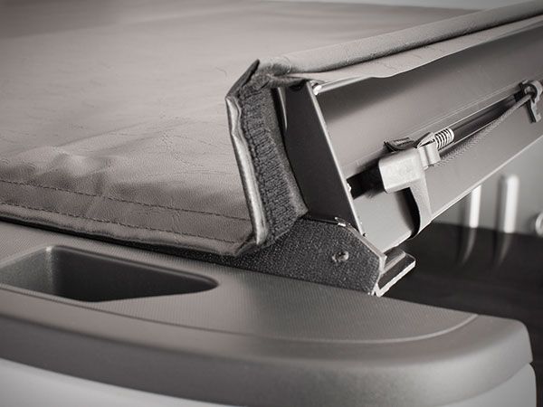 Weathertech_Roll_up_pick-up_cover_latch