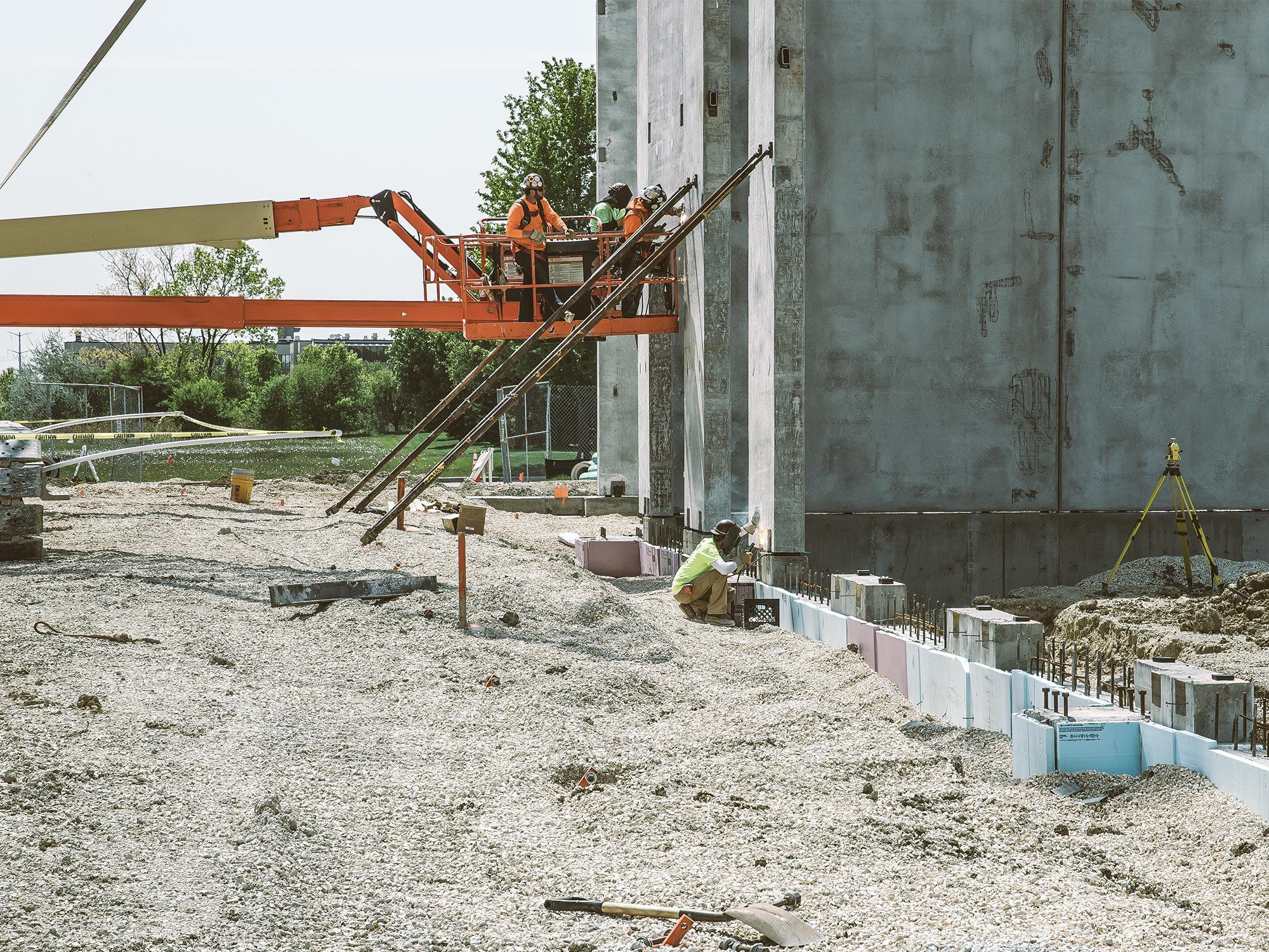 building_workers4